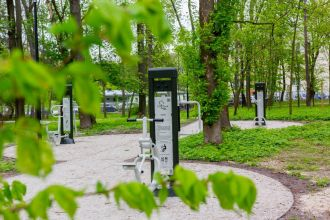 """Zakup, dostawa i montaż elementów siłowni zewnętrznej na terenie parku """"Małpi Gaj"""""""