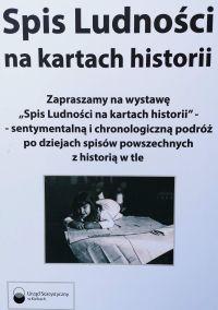 """Zdjęcie przedstawia planszę plenerową w ramach wystawy ,,Spis Ludności na kartach historii""""- sentymentalną i chronologiczną podróż po dziejach spisów powszechnych z historią w tle"""