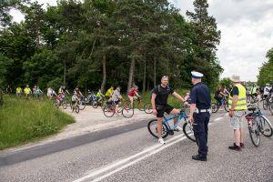 """Zdjęcia przedstawiają uczestyników rajdu ,,Rowerem przez Busko-Zdrój"""", który odbył sie 6.06.2021r."""